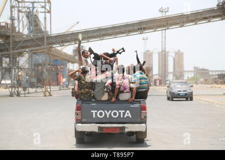 (190511) -- HODEIDAH (YEMEN), May 11, 2019 (Xinhua) -- Houthi members ride a truck during their withdrawal at Salif port in Hodeidah, Yemen, on May 11, 2019. Yemen's Houthi rebels began on Saturday withdrawal from two ports of Hodeidah Province, eyewitnesses said. (Xinhua) - Stock Photo