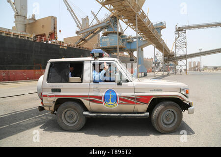 (190511) -- HODEIDAH (YEMEN), May 11, 2019 (Xinhua) -- Members of local coast guard work at Salif port following the withdrawal of Houthi rebels, in Hodeidah, Yemen, on May 11, 2019. Yemen's Houthi rebels began on Saturday withdrawal from two ports of Hodeidah Province, eyewitnesses said. (Xinhua) - Stock Photo