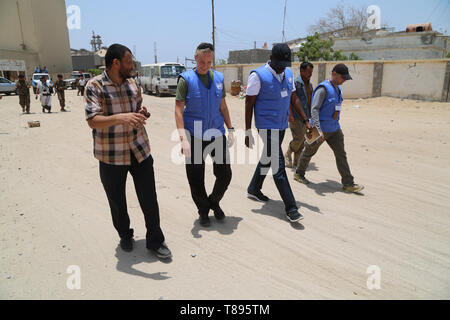 (190511) -- HODEIDAH (YEMEN), May 11, 2019 (Xinhua) -- UN monitoring team members walk at Salif port during the withdrawal of Houthi rebles in Hodeidah, Yemen, on May 11, 2019. Yemen's Houthi rebels began on Saturday withdrawal from two ports of Hodeidah Province, eyewitnesses said. (Xinhua) - Stock Photo