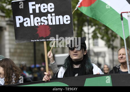 A protester is seen holding a placard that says free Palestine during the demonstration. Palestinian human rights activist Ahed Tamimi joined the National demo for Palestine. Protesters gathered at Portland Place and marched to Whitehall in London, joining a global demonstration to show solidarity for Palestinian citizens and also to demand respect for the Palestinians rights and defend the rights to return to their territory. - Stock Photo
