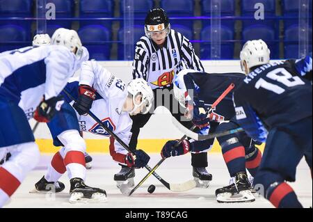 Kosice, Slovakia. 12th May, 2019. Players of both sides face off during the 2019 IIHF Ice Hockey World Championship Slovakia group A game between USA and France at Steel Arena on May 12, 2019 in Kosice, Slovakia. Credit: Lukasz Laskowski/Xinhua/Alamy Live News - Stock Photo