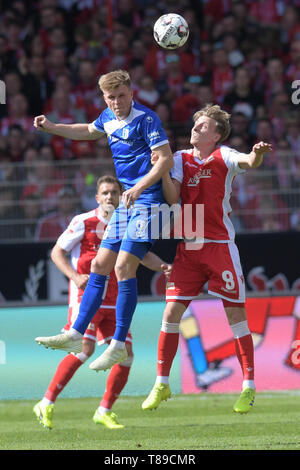 Berlin, Germany. 12th May, 2019. Soccer: 2nd Bundesliga, 1st FC Union Berlin - 1st FC Magdeburg, 33rd matchday. Magdeburg's Marius Bülter (l) and Union's Sebastian Polter at the header. Credit: Jörg Carstensen/dpa - IMPORTANT NOTE: In accordance with the requirements of the DFL Deutsche Fußball Liga or the DFB Deutscher Fußball-Bund, it is prohibited to use or have used photographs taken in the stadium and/or the match in the form of sequence images and/or video-like photo sequences./dpa/Alamy Live News - Stock Photo