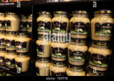 France, Cote d'Or, cultural landscape of climates of Burgundy listed as World Heritage by UNESCO, Dijon, small jars of mustard MAILLE, MAILLE shop at 32 rue de la Liberte Dijon - Stock Photo