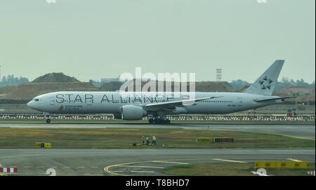 Singapore - Mar 28, 2019. 9V-SWI Singapore Airlines Boeing 777-300ER (White Star Alliance) taxiing on runway of Singapore Changi Airport (SIN). - Stock Photo