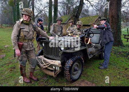 France, Eure, Sainte Colombe prÚs Vernon, Allied Reconstitution Group (US World War 2 and french Maquis historical reconstruction Association), reenactors in uniform of the 101st US Airborne Division and partisans of the French Forces of the Interior (FFI)