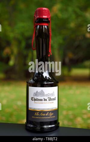 France, Calvados, Pays d'Auge, Le Breuil en Auge, Chateau du Breuil Calvados AOC Pays d'Auge bottle - Stock Photo