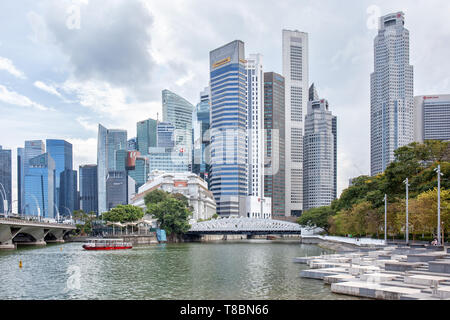 View of Cavenagh Bridge, Fullerton Hotel and  the central business district of Singapore - Stock Photo