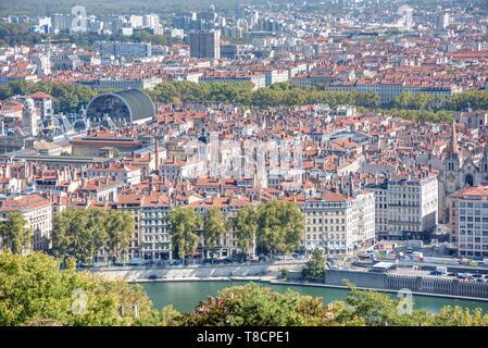 Lyon, Panorama von Basilique Notre Dame de Fourviere, Im Vordergrund der Fluss Saone und Opéra National de Lyon - Lyon, Panorama from Basilique Notre  - Stock Photo