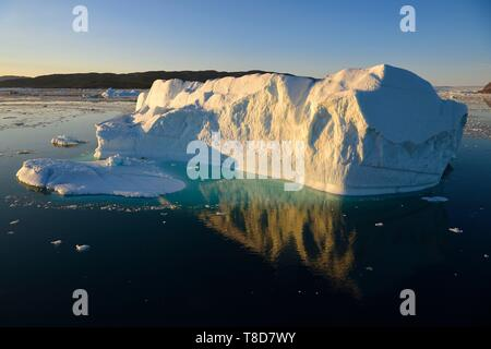 Greenland, west coast, Disko Bay, Icebergs in Quervain Bay at sunset - Stock Photo