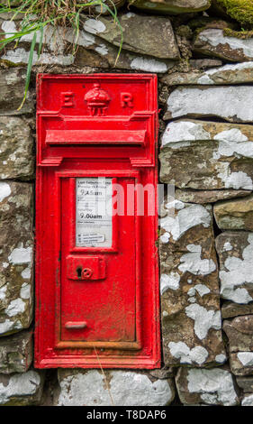Old British Royal Mail GR VI Cast Iron Wall Post Box. Built in to a stone wall. Rural postbox. - Stock Photo