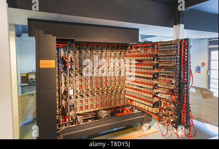 Reconstruction of the Turing Bombe in Bletchley Park, once the top-secret home of the World War Two Codebreakers, now a leading heritage attraction - Stock Photo
