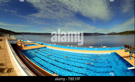 Gourock, Scotland, UK, 12th May, 2019, UK Weather.Sunny scorcher at the open air swimming pool in Gourock. Credit Gerard Ferry/Alamy Live News - Stock Photo