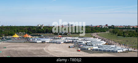 Berlin, Germany. 12th May, 2019. Around 900 containers are standing on the grounds of the community accommodation for fugitives on the Tempelhofer Feld in Berlin. The 1000 or so refugees living in the container village will have to leave their temporary homes by June 2019 at the latest. At the end of July the dismantling of the approximately 900 containers is to begin. The 256 apartments, each consisting of three containers on the apron of the former Tempelhof Airport, were only used for around 18 months. Credit: Bernd von Jutrczenka/dpa/Alamy Live News - Stock Photo