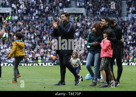 London, UK. 12th May, 2019. Mauricio Pochettino (Spurs manager) during the walkabout after the Tottenham Hotspur v Everton English Premier League match, at The Tottenham Hotspur Stadium, London, UK on May 12, 2019. **Editorial use only, license required for commercial use. No use in betting, games or a single club/league/player publications** Credit: Paul Marriott/Alamy Live News - Stock Photo