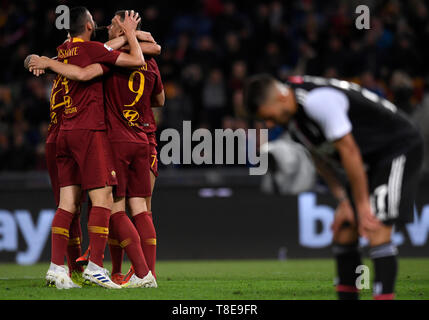 Rome, Italy. 12th May, 2019. Roma's Edin Dzeko celebrates his goal with his teammates during a Serie A soccer match between Roma and FC Juventus in Rome, Italy, May 12, 2019. Roma won 2-0. Credit: Alberto Lingria/Xinhua/Alamy Live News - Stock Photo