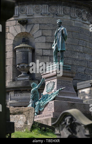 The tomb of David Hume next to the monument to Scottish-Americans who fought in the American Civil War in Old Calton Cemetery, Edinburgh, Scotland, UK. - Stock Photo