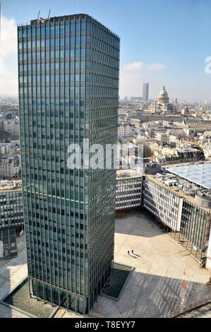 France, Paris, Pantheon, Clovis Tower, Church of St Stephen of the Mount (right), Montparnasse Tower and in the foreground the Zamansky Tower of the University of Jussieu (aerial view) - Stock Photo