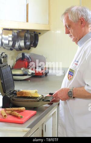 France, Saone et Loire, Macon, Poissonnet pastry, Claude Poissonnet making Maconnaise wafers - Stock Photo