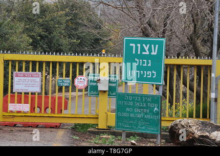 Israel, Upper Galilee the Good fence border crossing between Israel and Lebanon near Metula a sign reading Stop Border in front of you in English, Heb - Stock Photo