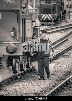 Mechanic working on Sir Robert Alpine and Sons, Engine No. 88. Embsay and Bolton steam railway. Bolton Station, Yorkshire Dales, UK. - Stock Photo