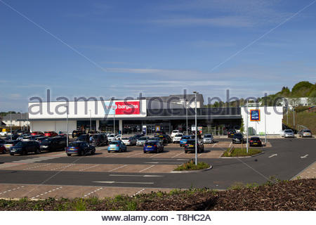 Home Bargains and Aldi stores on the old Rolls-Royce site in East Kilbride - Stock Photo