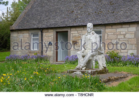 Sir Walter Scott statue outside an old cottage in East Kilbride, South Lanarkshire, Scotland, UK. - Stock Photo