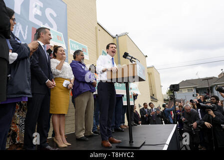 Los Angeles, CA, USA. 9th May, 2019. Democratic presidential candidate Mayor Pete Buttigieg speaks at a campaign rally in Los Angeles. Buttigieg is the mayor of South Bend, Indiana and a former naval intelligence officer. Credit: Ronen Tivony/SOPA Images/ZUMA Wire/Alamy Live News - Stock Photo