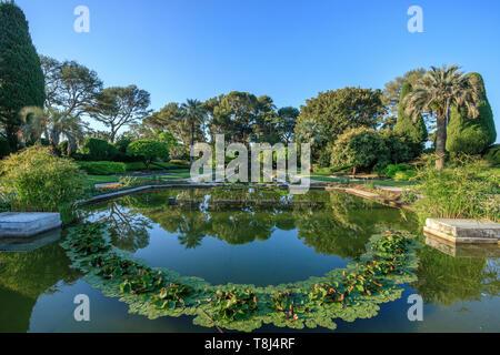France, Alpes Maritimes, Saint Jean Cap Ferrat, villa and gardens Ephrussi de Rothschild, the French garden, large pond // France, Alpes-Maritimes (06 - Stock Photo