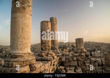 Temple of Hercules and cityscape, Amman, Jordan Stock Photo