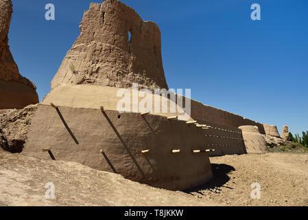 The ruins castles of ancient Khorezm – Guldursun - Kala, restored mud curtain walls, Uzbekistan. - Stock Photo