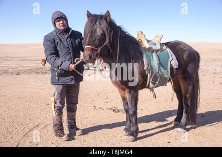 Mongolia, East Mongolia, Steppe area, Mongolian shepherd in traditional clothes - Stock Photo