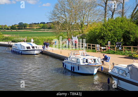 Boats moored on the River Ant at Ludham Bridge Staithe on the Norfolk Broads at Ludham, Norfolk, England, United Kingdom, Europe. - Stock Photo