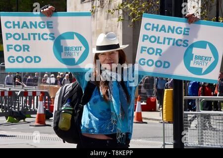 A Brexiteer promotes the Brexit Party in Parliament Square, Houses of Parliament, London - Stock Photo