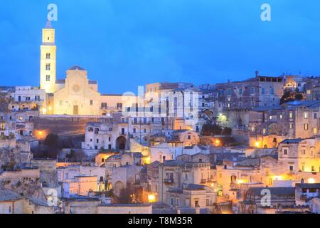 Italy, Basilicata, Matera, troglodyte old town listed as World Heritage by UNESCO, European Capital of Culture 2019, Sassi di Matera, view of Sasso Barisano and the Cathedral (Duomo) from Piazza Vittorio Veneto - Stock Photo
