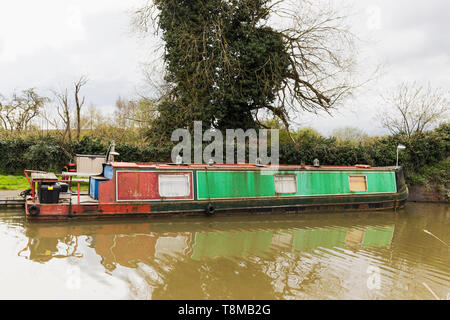 Longboat on a canal at Stratford upon Avon possibly in need of renovation - Stock Photo