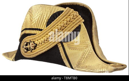 A bicorn and epaulettes of the Austro-Hungarian ship-of-the-line lieutenant Karl Novoszad in original case Bicorn of black silk mohair trimmed in wide gold braid, gold-braided loop with embroidered crowned anchor. Both hat ends with gold roses bearing the initials 'FJI'. White silk lining featuring the maker's label (tr.) 'Franz Thill's Nephew His Majesty's Depot - Purveyor to the Imperial and Royal Court'. Excellent condition, the gold only minimally darkened. Also an associated pair of gold epaulettes with embroidered crowend anchor, anchor but, Additional-Rights-Clearance-Info-Not-Available - Stock Photo