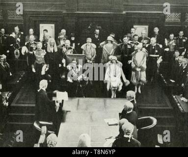 """'Canberra, Australia. Their Majesties Opening the First Federal Parliament, May 9th, 1927', 1937. His Royal Highness The Duke of York 1920-1936 became King George VI on 11 December 1936. From """"George VI, King and Emperor"""", by Major J. T. Gorman [W. & G. Foyle Ltd., London, 1937] - Stock Photo"""