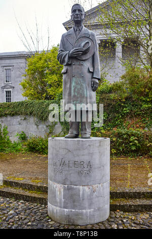 Statue in Gort Road, Ennis of Eamon de Valera president several times of Ireland - Stock Photo