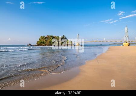 Sri Lanka, Southern province, Matara, Paravi Duwa temple on an Island reachable by a cable-stayed footbridge - Stock Photo