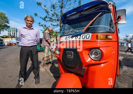 Sri Lanka, Colombo, Fort district, local taxi, tuk tuk