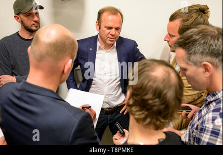 Hamburg, Germany. 14th May, 2019. Bernd Hoffmann, CEO of HSV Fußball AG, answers questions from journalists in a conversation. Credit: Axel Heimken/dpa/Alamy Live News - Stock Photo