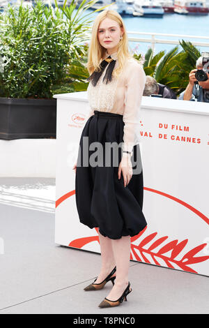 Cannes, France. 14th May, 2019. CANNES, FRANCE - MAY 14: Elle Fanning attends the Jury photocall during the 72nd annual Cannes Film Festival on May 14, 2019 in Cannes, France. (Photo by Oleg Nikishin/TASS) Credit: ITAR-TASS News Agency/Alamy Live News - Stock Photo