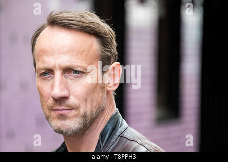 Hamburg, Germany. 14th May, 2019. Actor Wotan Wilke Möhring, taken during a photo shoot at the NDR crime scene 'Die goldene Zeit'. The film, which is about a contract murder in Hamburg's Rotlicht milieu, is expected to be shown on television in spring 2020. Credit: Daniel Bockwoldt/dpa/Alamy Live News - Stock Photo