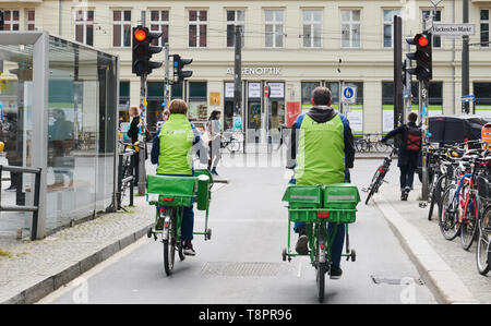 Berlin, Germany. 14th May, 2019. Two deliverers of the company pin are standing on their bicycles at the red traffic light at Hackescher Markt. Credit: Annette Riedl/dpa/ZB/dpa/Alamy Live News