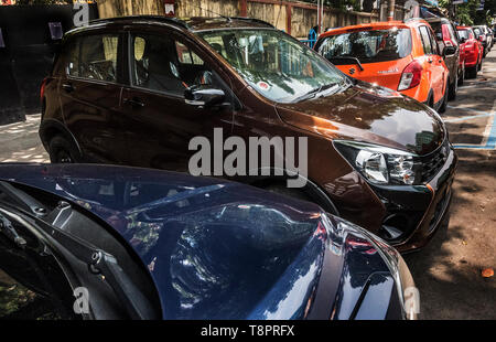 Kolkata, India. 14th May, 2019. New cars are seen outside a showroom in?Kolkata, India, May 14, 2019. India's automobile sector continued its bumpy ride for the fifth consecutive month in April with 20 percent drop in car sales and 16 percent drop in two-wheeler sales, compared with the same period last year. The drastic drop in sales was attributed to several factors including liquidity squeeze in the market, rising fuel cost, interest rates and insurance costs that has dampened consumer sentiment. Credit: Tumpa Mondal/Xinhua/Alamy Live News - Stock Photo