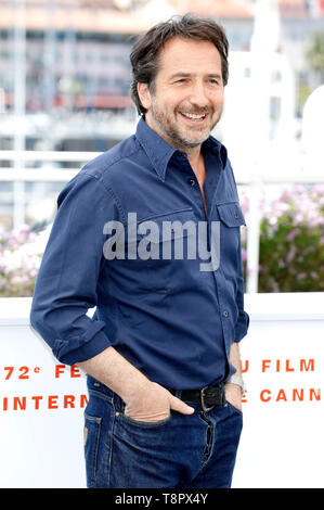 Cannes, France. 14th May, 2019. Edouard Baer, host of the festival, at the photocall during the 72nd Cannes Film Festival at the Palais des Festivals on May 14, 2019 in Cannes, France Credit: Geisler-Fotopress GmbH/Alamy Live News - Stock Photo