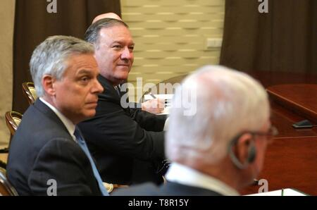 Sochi, Russia. 14th May, 2019. U.S. Secretary of State Mike Pompeo, center, and U.S. Ambassador Jon Huntsman, left, during a meeting with Russian President Vladimir Putin May 14, 2019 in Sochi, Russia. Credit: Planetpix/Alamy Live News - Stock Photo