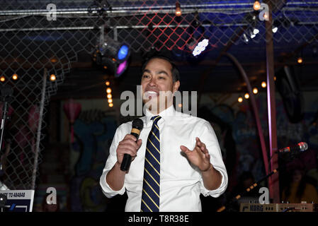 Las Vegas, Nevada, USA. 15th Mar, 2019. Democratic presidential candidate Julian Castro speaks at a campaign event in Las Vegas, Nevada. Castro served as Secretary of Housing and Urban Development under President Barack Obama. Credit: Ronen Tivony/SOPA Images/ZUMA Wire/Alamy Live News - Stock Photo