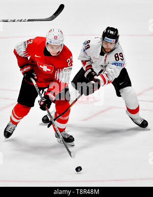 Bratislava, Slovakia. 14th May, 2019. L-R PHILIPP KURASHEV (SUI) and RAPHAEL HERBURGER (AUT) in action during the match Switzerland against Austria at the 2019 IIHF World Championship in Bratislava, Slovakia, on May 14, 2019. Credit: Vit Simanek/CTK Photo/Alamy Live News - Stock Photo