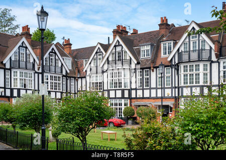 Houses in Queen's Elm Square, Chelsea, London, England - Stock Photo